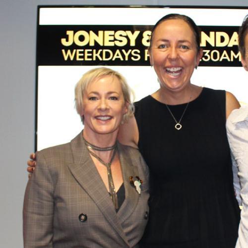 Jonesy & Amanda Chat To Liz Ellis