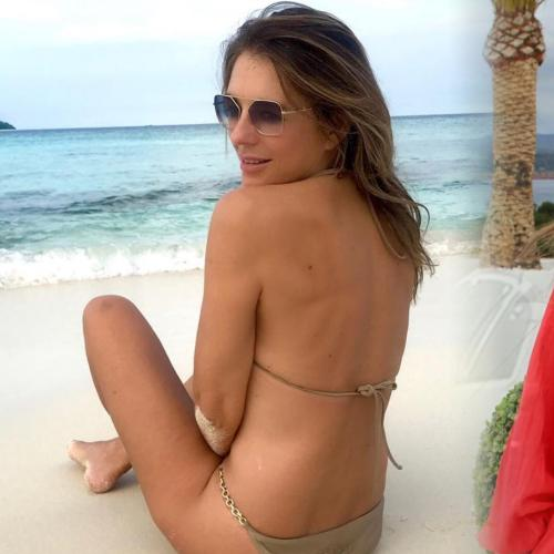 Shane Warne's Ex Liz Hurley Stuns In New Photos Posted