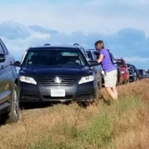 """Google Maps """"Shortcut"""" Sees 100 Drivers Stuck In A Field"""