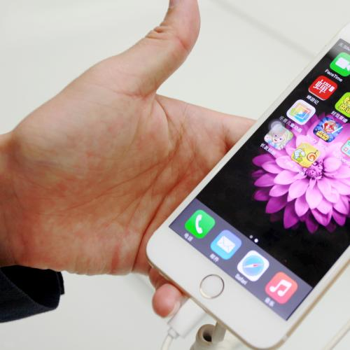 Be WARNED: A New Hack Lets Anyone Use Your Phone!