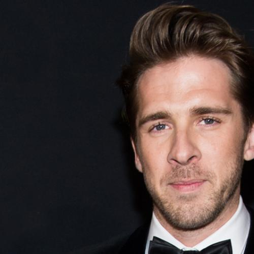 House Husband's Star Hugh Sheridan Belts Out Some Bee Gees!