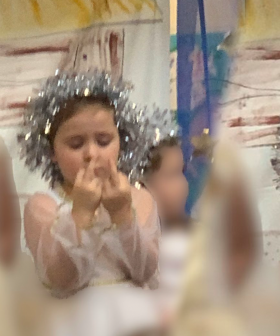Little Girl Hurts Her Finger And Accidentally Swears At Everyone During Her School Nativity