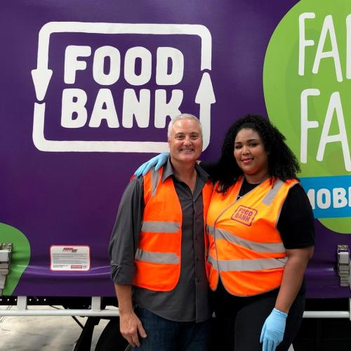 US Pop Star Lizzo Just Took Time Out Of Her Tour To Help Make Food For Bushfire Victims