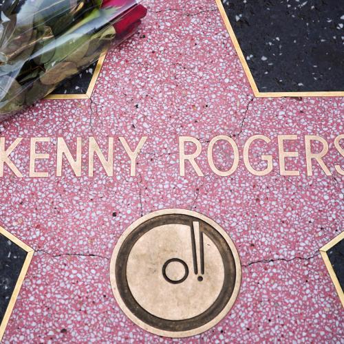 Jonesy & Amanda Pay Tribute To Kenny Rogers