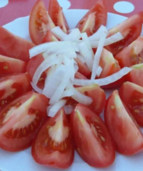 "Tourist Fires Up When Served A $10 ""Plate of Tomatoes"" At Restaurant"