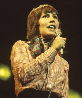 Jonesy & Amanda Pay Tribute To The Late And Great Helen Reddy